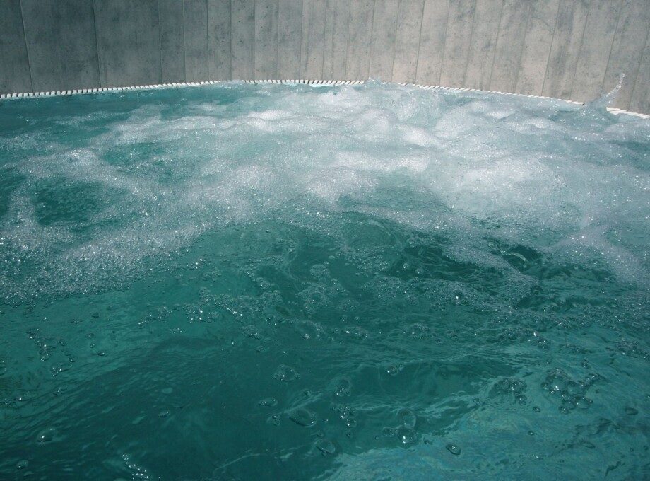 outdoor_california_hot_tub_result-compressor