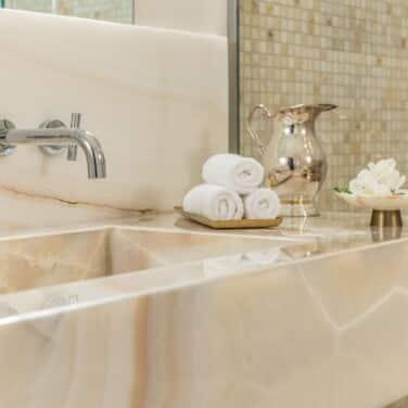 Executive Suite_Leoncini Mansion Onyx Marble Bathroom
